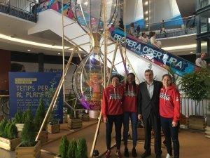 jugadores de l'spar city lift amb l'es`pai gironès per la campanya contra el canvi climàtic