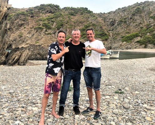 Joan Calsina, xef del restaurant El Vaixell de Llançà amb els germans Torres